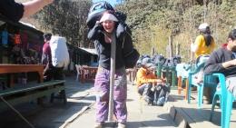 Experience-Annapurna-trek-porter
