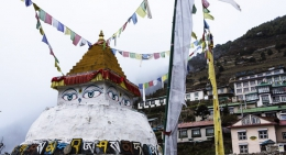Chorten-at-Namche Bazaar
