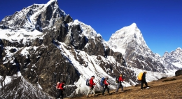 Mountain-along-everest-trail