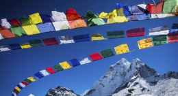 Colorful-prayer flags-everest-region