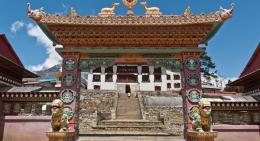 Monastery-gate-Namche-Bazaar