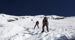 Climbing-Island-Peak