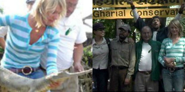 Cameron Diaz and Eva Mendes in Chitwan National Park