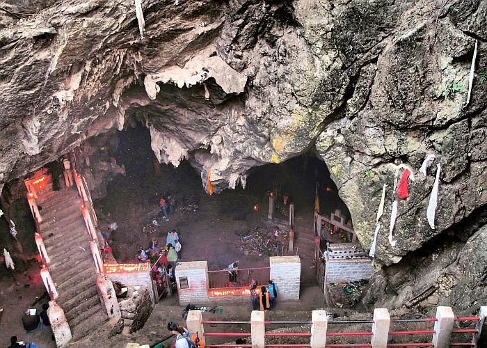 Maratika Cave in Halesi